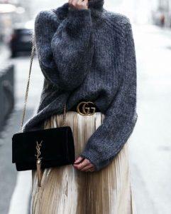 ζώνη με μεγάλη αγκράφα πουλόβερ φούστα