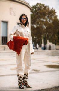 άσπρη ολόσωμη φόρμα μπότα