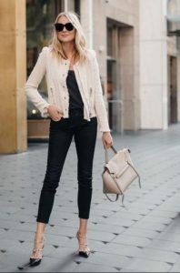 πλεκτό άσπρο σακάκι μαύρα ρούχα