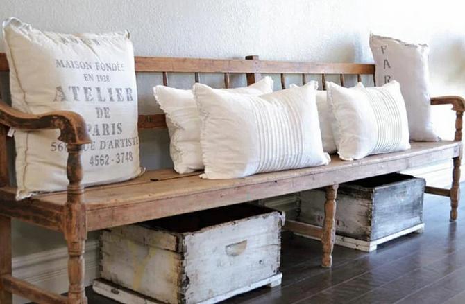 Παγκάκι με μαξιλάρια για την είσοδο
