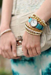 γαλάζιο ρολόι, χρυσά-μπεζ αξεσουάρ