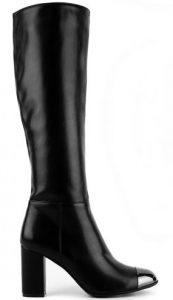 μαύρη ψηλή μπότα με λεπτομέρεια στο μπροστινό μέρος