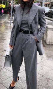 γκρι κοστούμι μαύρη ζώνη