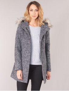 γκρι παλτό με γούνα