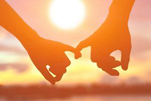 χέρια ηλιοβασίλεμα