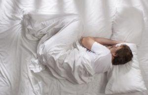 ύπνος σε εμβρυακή στάση για να μην πονάς