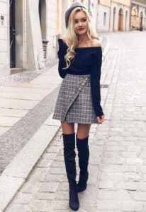 καρό φούστα μαύρη μπλούζα