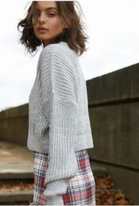 κόκκινη καρό φούστα πουλόβερ