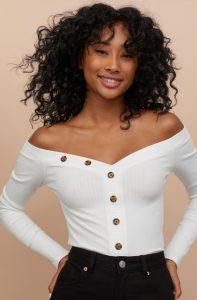 λευκή χειμερινή μπλούζα έξω ώμους