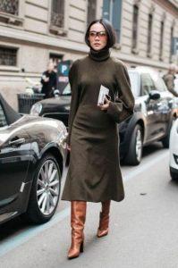 μακριμάνικο midi φόρεμα μπεζ μπότες φορέσεις φθινόπωρο γραφείο