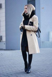 μαύρα ρούχα μπεζ παλτό μπεζ ρούχα χειμώνα