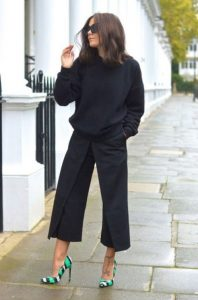 μαύρη ζιπ κιλότ μαύρο πλεκτό χρωματιστές γόβες φορέσεις φθινόπωρο γραφείο
