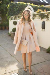 μπεζ φόρεμα κοντό παλτό