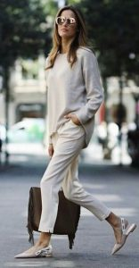 μπεζ παντελόνι μπλούζα μπεζ ρούχα χειμώνα