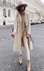 μπεζ παλτό παντελόνι μπλούζα καπέλο