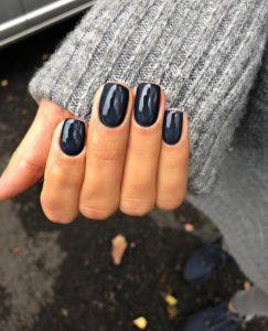 μπλε σκούρα νύχια γυαλιστερά