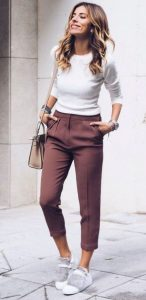 παντελόνι με μπλούζα
