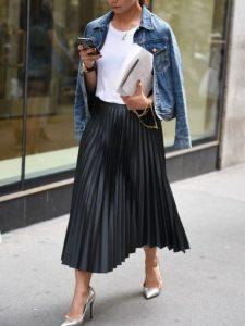 πλισέ μαύρη δερμάτινη φούστα τζιν μπουφάν