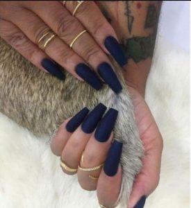 μπλε σκούρα νύχια πολύ μακριά