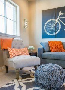 πορτοκαλί τοίχος σαλονιού