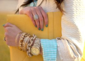 ρολόι με πολλά βραχιόλια