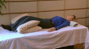 στάση ύπνου για να μην νιώθεις πόνο στη μέση