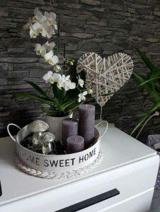 δίσκος σύνθεση κεριά γλάστρα με λουλούδια