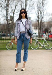 πλεκτό σακάκι εμπριμέ τζιν παντελόνι