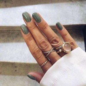 χακί νύχια δαχτυλίδια χρώματα νυχιών φθινόπωρο