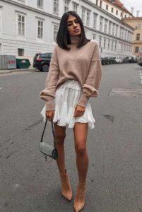 άσπρη αέρινη μίνι φούστα πουλόβερ ροζ