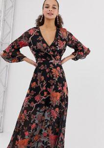 Φλοράλ φόρεμα με ντεκολτέ