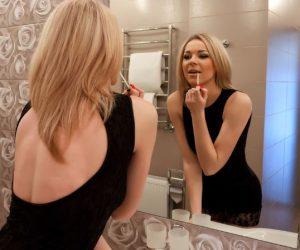γυναίκα καθρέφτης κραγιόν