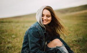 γυναίκα χαμόγελο αυτοπεποίθηση