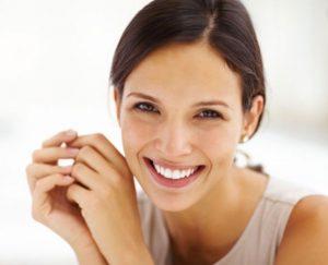 γυναίκα χαμόγελο χαρούμενη