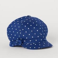 καπέλο μπλε με βούλες