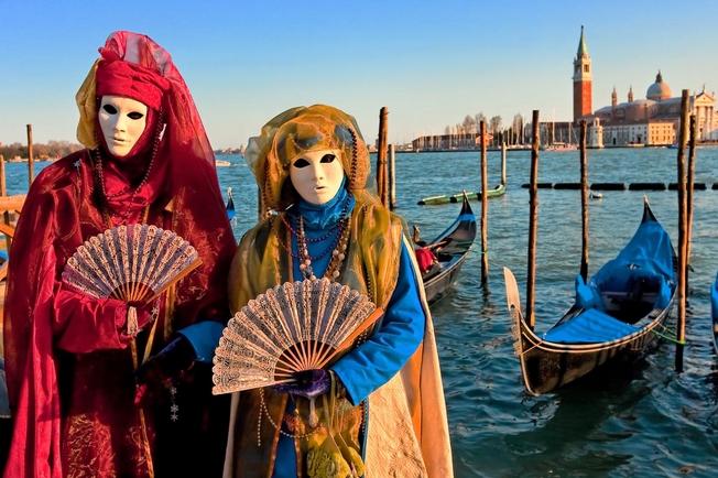 Καρναβαλιστές στο λιμάνι της Βενετίας