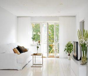 καθαρό σπίτι ανοιχτή μπαλκονόπορτα καθαρή ατμόσφαιρα