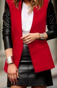 κόκκινο σακάκι με δερμάτινα μανίκια