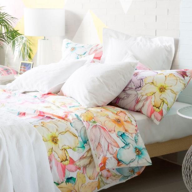 κρεβάτι φλοράλ σεντόνια