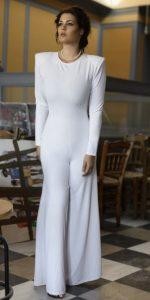 χειμωνιάτικη λευκή ολόσωμη φόρμα καμπάνα Μαρία Κορινθίου