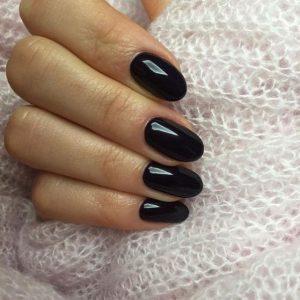 μαύρα νύχια οβάλ χρώματα νυχιών χειμώνα