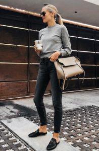 μαύρο τζιν παντελόνι γκρι πουλόβερ