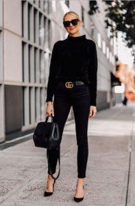μαύρο τζιν παντελόνι μαύρο πουλόβερ γόβες