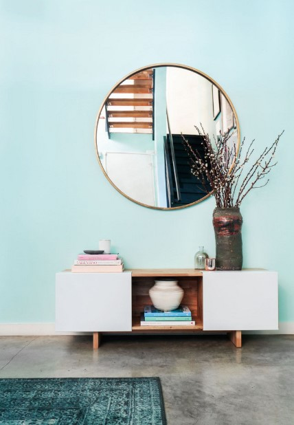 μεγάλος στρόγγυλος καθρέπτης τοίχος γαλάζιος