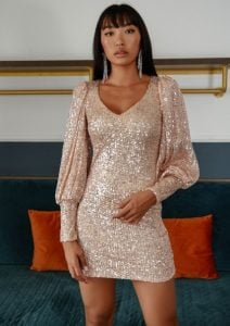 μίνι φόρεμα με μακριά μανίκια