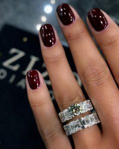 μπορντό νύχια δαχτυλίδια