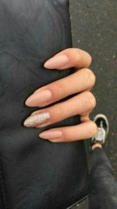 nude νύχια μακριά glitter