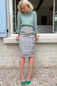 pencil skirt γκρι καρό πράσινες γόβες
