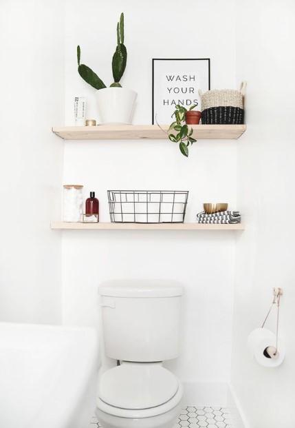 ράφια πάνω από την τουαλέτα
