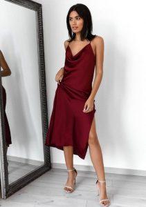 σατέν κόκκινο φόρεμα